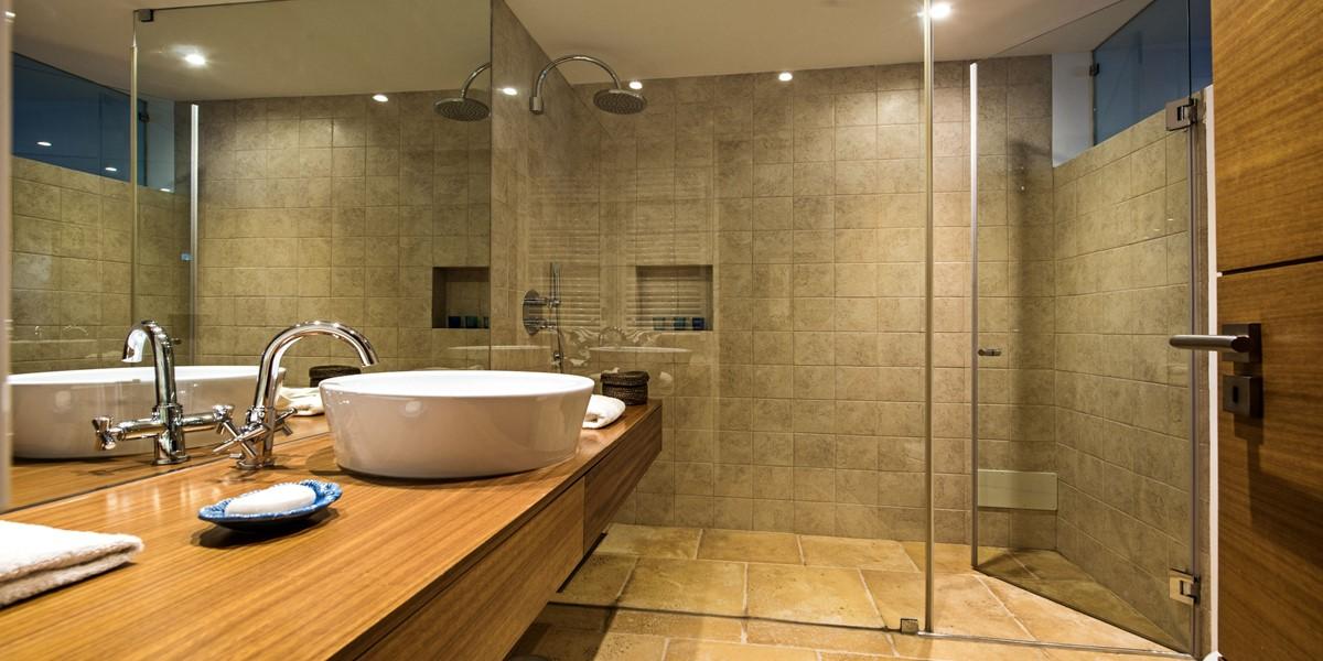 Lower Ground Floor Shower Room In Algarve Villa To Rent