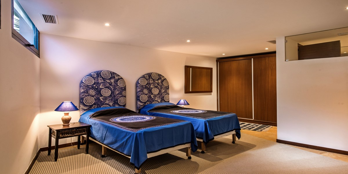 Lower Ground Floor Twin Bedroom In Luxury Vilamoura Villa