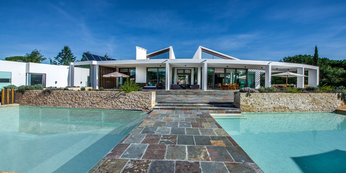 Luxury Villa With Pool To Rent In Vilamoura