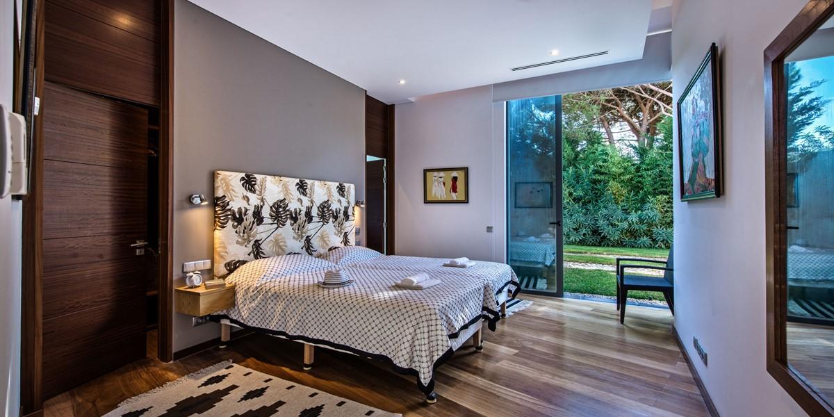 Twin Bedroom In Algarve Villa To Rent